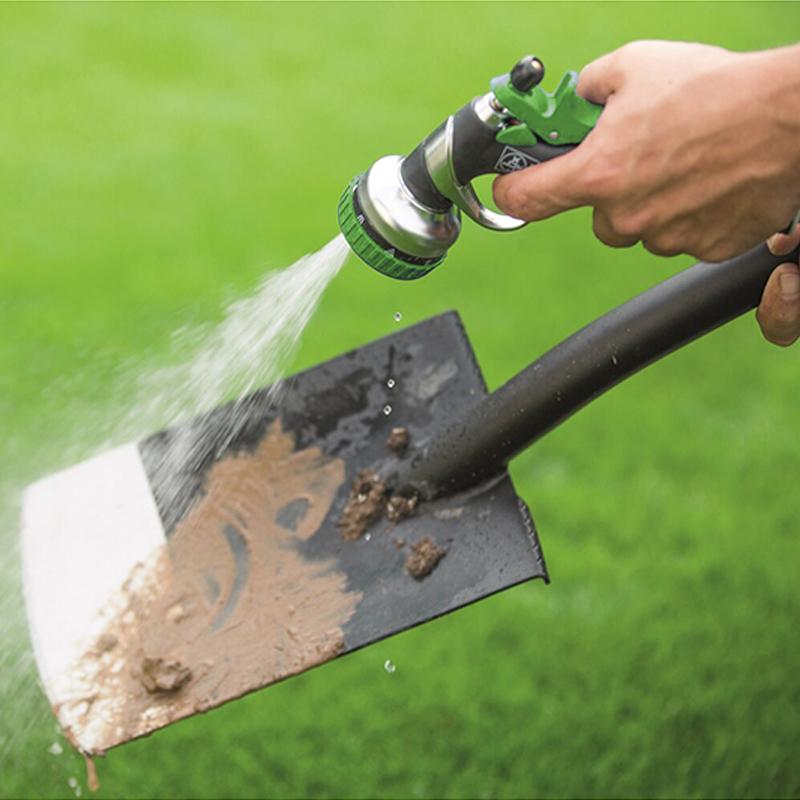 Очистка лопаты с помощью мойки высокого давления Greenworks